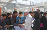 رهبر کاتولیکهای جهان ضمن انتقاد از سیاستهای نخبهگرایی و فردگرایی غرب، خواستار شفقت بیشتر کشورهای اروپایی در مقابل پناهجویان شد.