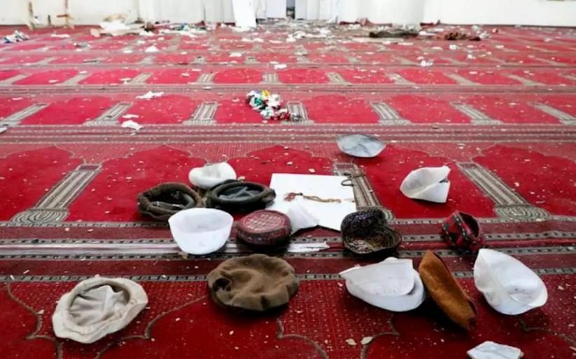 به خاک و خون کشیده شدن نمازگزاران در مسجد محمدیه غزنی افغانستان